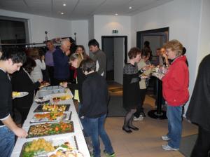 Gäste aus Augsburg und Haunstetten feiern das Ende der Umbaumaßnahmen mit der FeG Augsburg-Süd