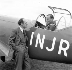 Fritz Wendel im Cockpit der Weltrekord-Maschine, links im Bild Willy Messerschmitt, der Chefentwickler der Me 209 V1.