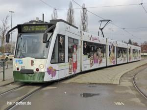 Wie im vergangenen Jahr – nur etwas anders gestaltet - ist die Christkindltram der Stadtwerke im vorweihnachtlichen Augsburg unterwegs