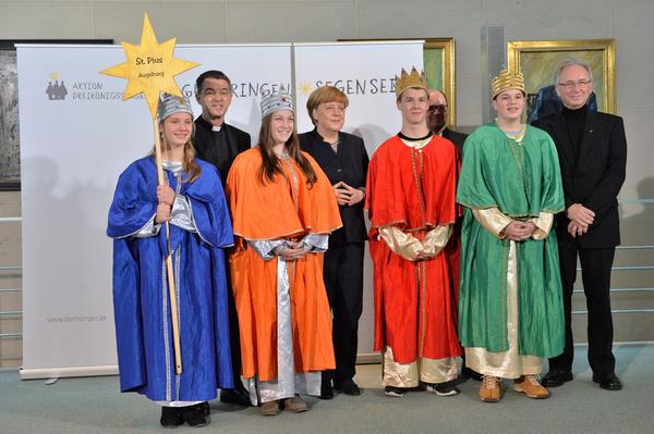 Sternsinger-aus-Augsburg-Haunstetten-zu-Besuch-bei-Bundeskanzlerin-Angela-Merkel_reference
